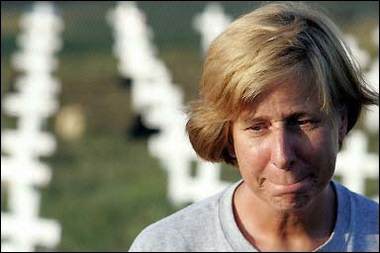 Cindy Sheehan amid a sea of white crosses. (Reuters/AP/Yahoo)