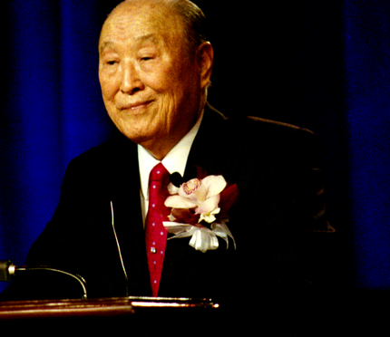 430px-Rev._Sun_Myung_Moon_speaks,_Las_Vegas,_NV,_USA_on_April_4,_2010